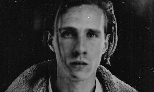 """Chelou: a ottobre il debutto italiano del talento indie-folk britannico, fresco della pubblicazione del nuovo singolo """"Damned Eye See"""""""