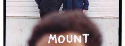 """Mount Kimbie: un'unica data autunnale per l'acclamato duo inglese e un nuovo singolo feat. Micachu, """"Marilyn"""" (Il video)"""